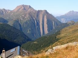 Aussicht ins Tal etwas oberhalb der Mittlenberghuette: Aussicht ins Tal etwas oberhalb der Mittlenberghuette