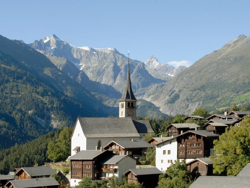Dorf Ernen mit der Kirche: Dorf Ernen mit der Kirche