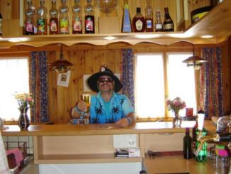 Bar: Bar