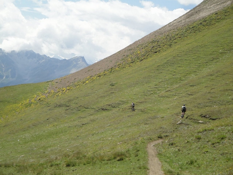 Wanderer auf dem Weg über den Saflischpass: Wanderer auf dem Weg über den Saflischpass